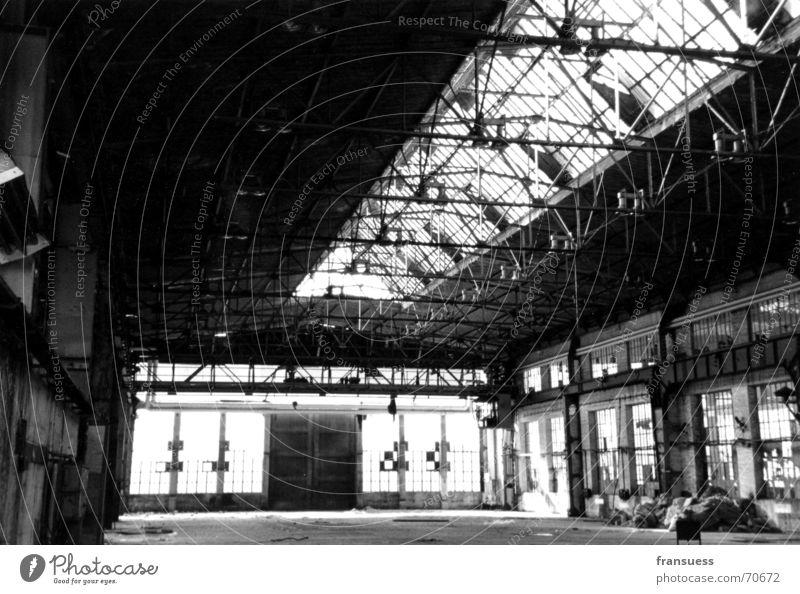 plagwitz Fabrik Leipzig Plagwitz Ruine Einsamkeit Arbeit & Erwerbstätigkeit alt Schwarzweißfoto Industriefotografie schäbig dreckig