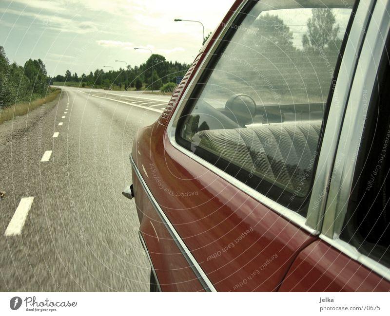 highway to hell. Ferien & Urlaub & Reisen Lautsprecher Landschaft Himmel Fenster Straße PKW Limousine Kugel fahren Schweden Wagen Heck Landstraße Fensterscheibe