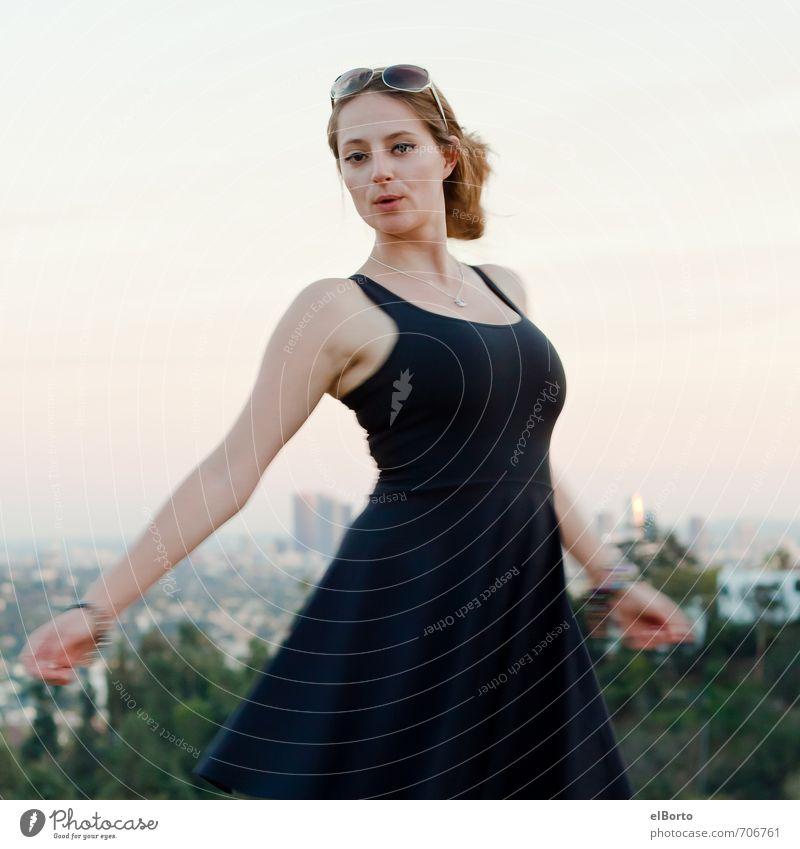 Wirbelwind elegant Stil Städtereise Mensch feminin Junge Frau Jugendliche Erwachsene Körper 1 18-30 Jahre Sonnenaufgang Sonnenuntergang Skyline Mode Kleid