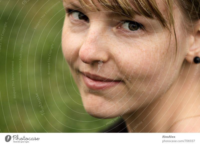 HALLE/S TOUR Hey! Junge Frau Jugendliche Gesicht 18-30 Jahre Erwachsene blond beobachten Lächeln ästhetisch schön nah dünn feminin Zufriedenheit Optimismus