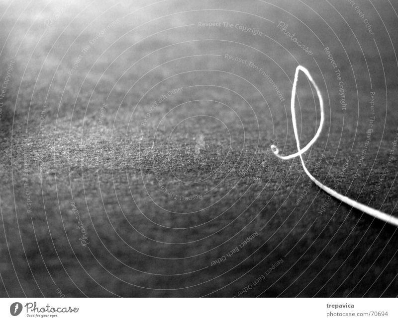 kleine linie grau Papier Streifen Locken Schnecke Zärtlichkeiten langsam dünn Einsamkeit weisse linie Schwarzweißfoto abstract Kontrast krumme linie Irritation
