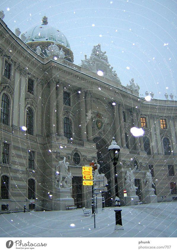 Wiener Winter Österreich Blitzlichtaufnahme Dämmerung kalt Architektur Schnee Morgen