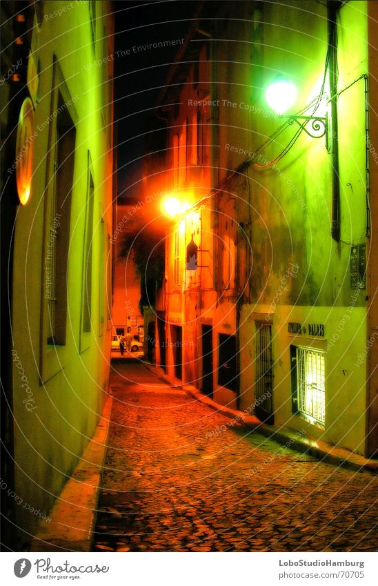 Avignon bei Nacht Gasse Stimmung Frankreich Provence Mittelalter available light Kriminalroman