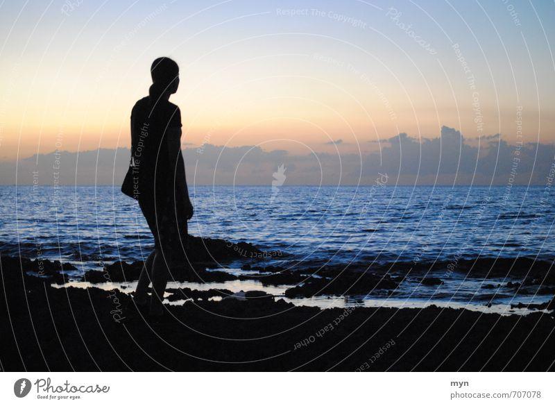 Havanna I Mensch Frau Himmel Jugendliche Ferien & Urlaub & Reisen Meer Einsamkeit Erholung Junge Frau ruhig 18-30 Jahre Ferne Strand Erwachsene Traurigkeit