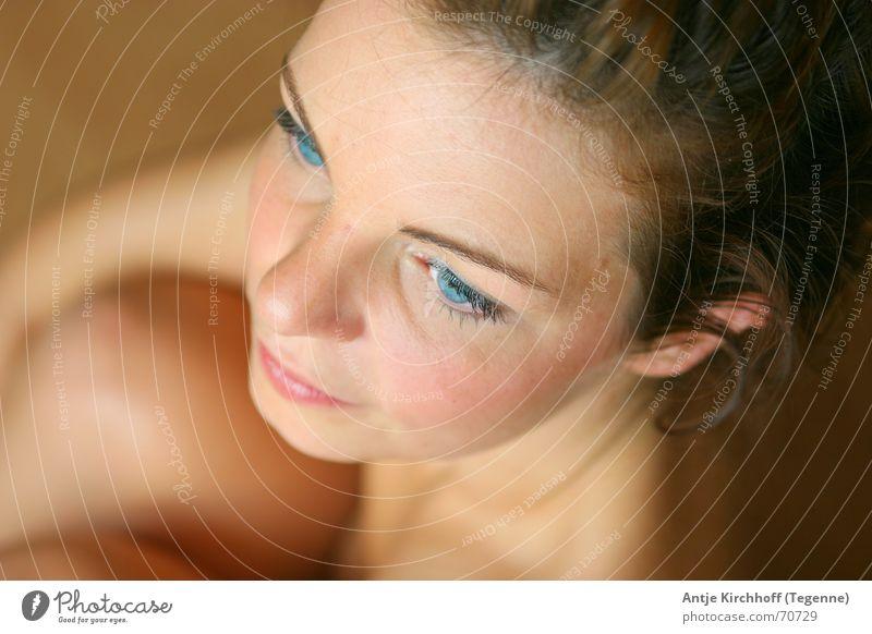 Blue Eyes Frau schön blau Auge feminin nackt Akt zart sanft Zärtlichkeiten