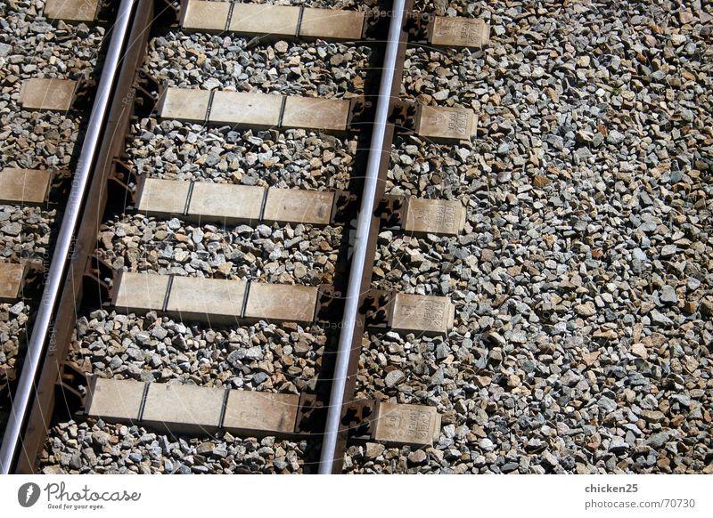 route to nowhere Gleise Eisenbahn U-Bahn Kies Leitersprosse Metall Linie