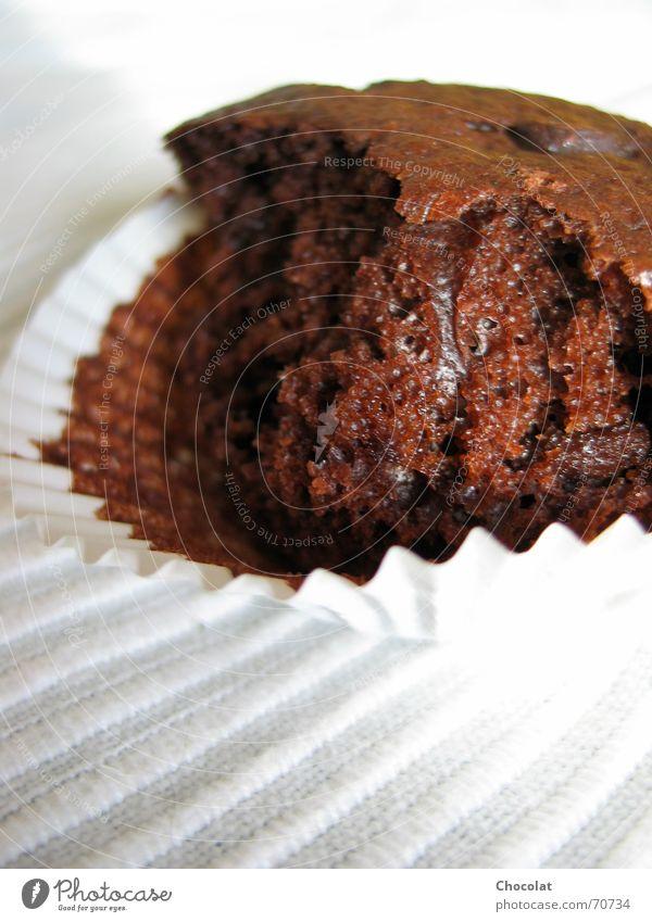 iss mich! schwarz dunkel Ernährung braun Appetit & Hunger Süßwaren Kuchen lecker Schokolade Backwaren Torte Dessert beißen ungesund Muffin Kalorie