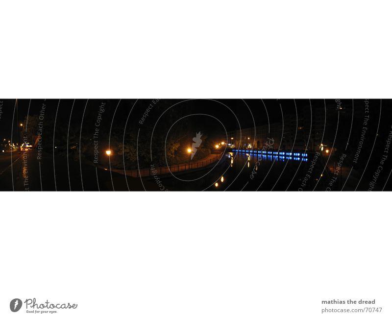 Fischerinsel Bei Nacht Wasser blau schwarz dunkel Berlin Küste groß Brücke Fluss geheimnisvoll Panorama (Bildformat) Spree Nachtlicht