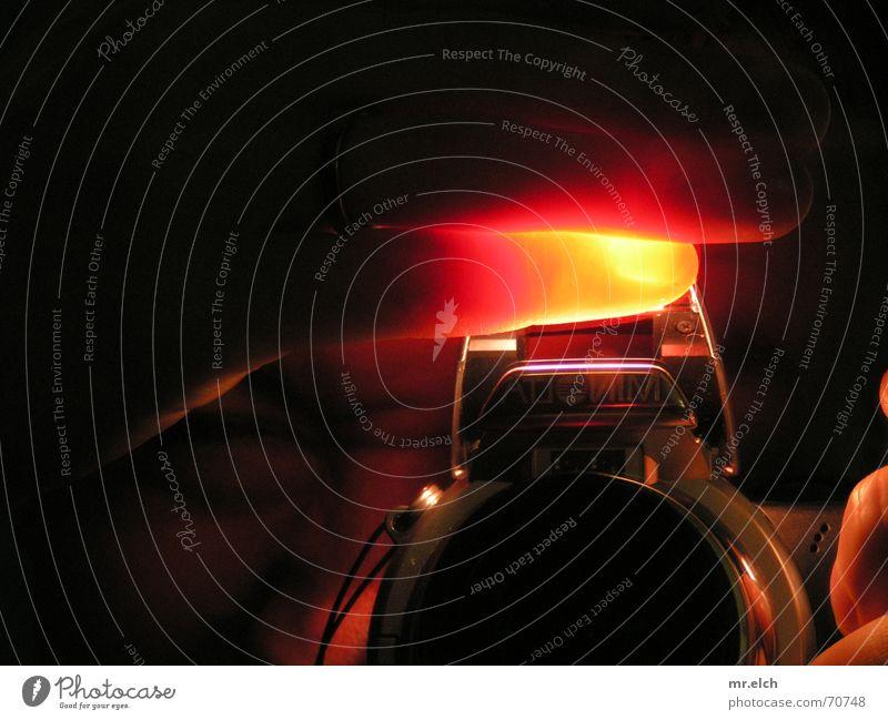 rumgefingert rot schwarz gelb dunkel Lampe Fotografie Finger Fotokamera Spiegel gegen Selbstportrait