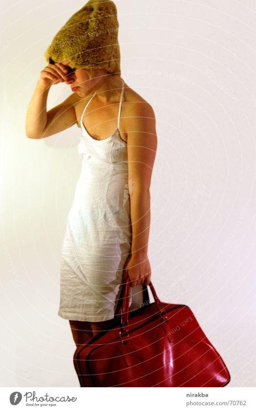 Frau Müller kauft ein 2 weiß rot kaufen Tasche fertig schwer gekrümmt