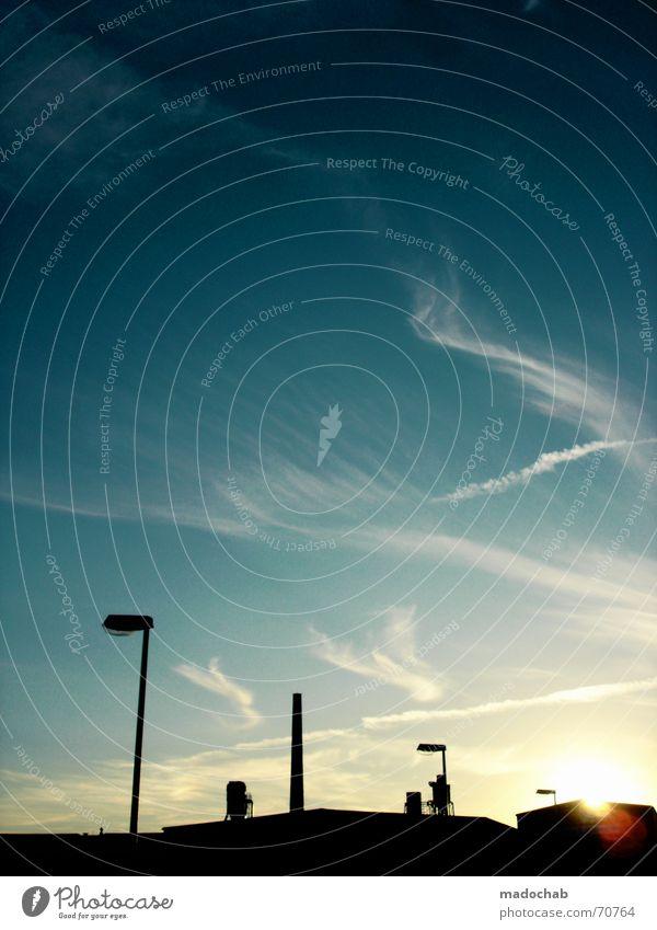 ROBOTER AUFM DACH Himmel blau Stadt Freude Wolken schwarz Gefühle Gebäude Lampe groß Industrie Macht Baustelle Romantik Bauwerk Aussicht