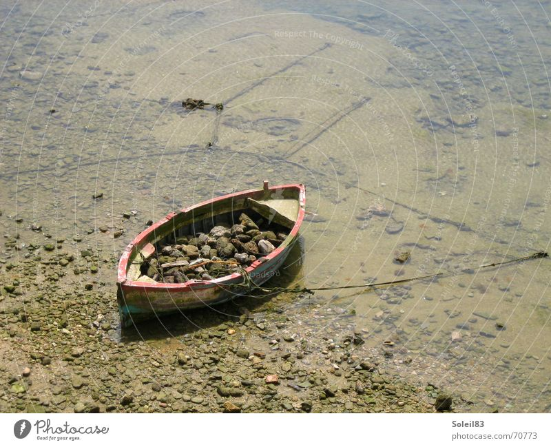 Don't get away Meer Strand Stein Sand Wasserfahrzeug Ruderboot Anker Ebbe Gezeiten