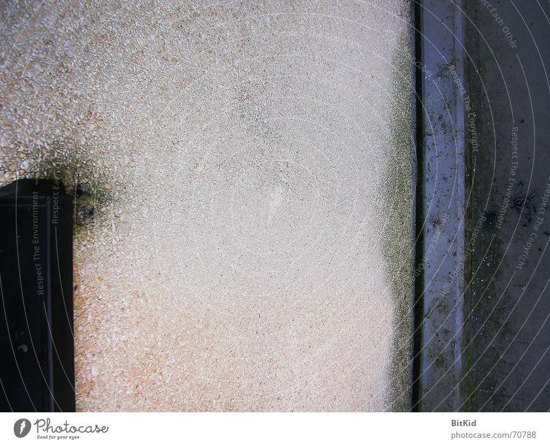 Durchschnittswand in Moos grün blau Wand Stein Ecke Pause Geometrie sinnlos stur Fensterbrett