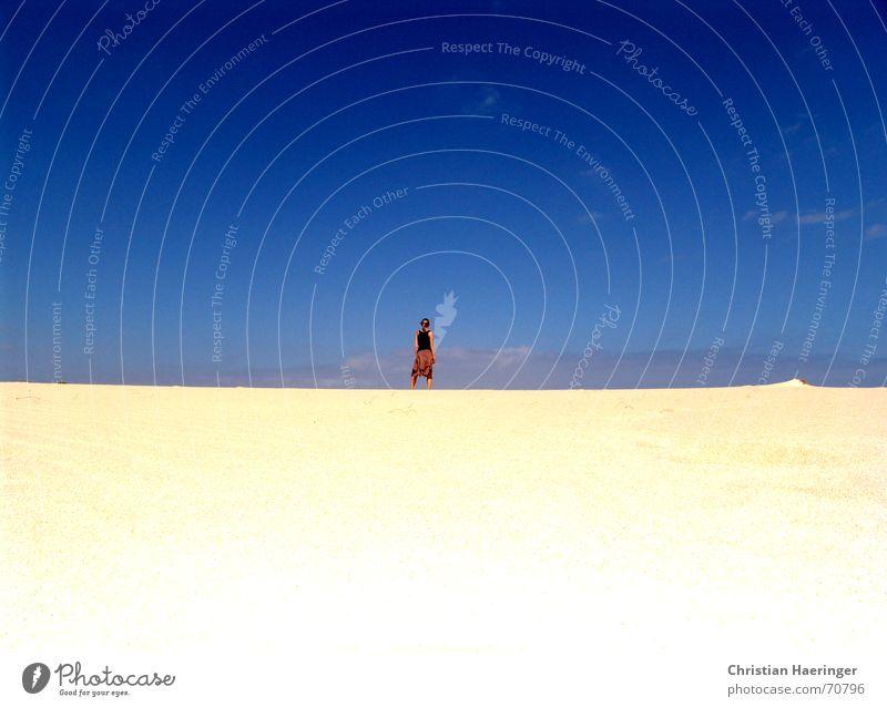 so viel Sand und keine Förmchen! Frau Himmel weiß blau Ferien & Urlaub & Reisen ruhig Wolken Freiheit Glück Wärme Landschaft Zufriedenheit Gold gold Horizont