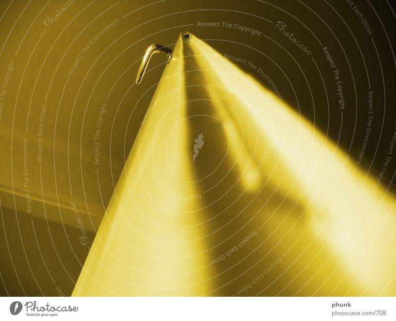 scharfer türgriff gelb Tür Perspektive Griff