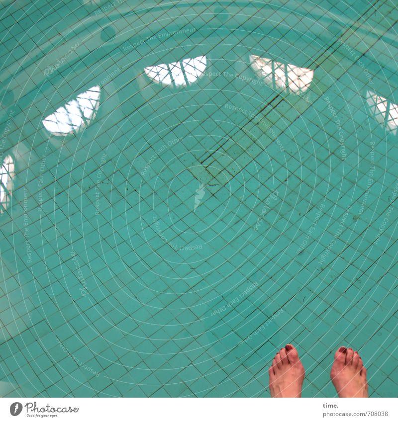 Halle/S.-Tour | Randbemerkung Mensch feminin Fuß 1 Halle (Saale) Schwimmhalle Schwimmbad Fenster stadtbad Fliesen u. Kacheln Wasser sitzen Zufriedenheit