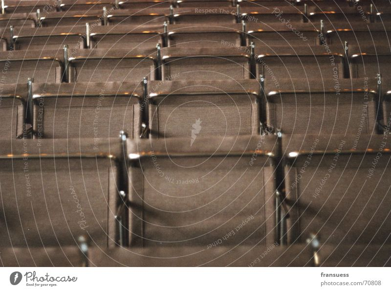 gropius' stühle Architektur Kunst braun Stuhl Stahl Symmetrie Sitzreihe gerade Stilrichtung Bauhaus Dessau