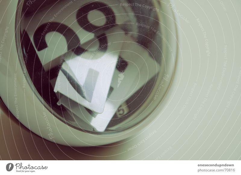 time is the enemy (part II) Stil Zeit retro Ball rund kaputt Ziffern & Zahlen Müll Kugel verfallen Foyer Kalender Zerstörung Siebziger Jahre Sechziger Jahre