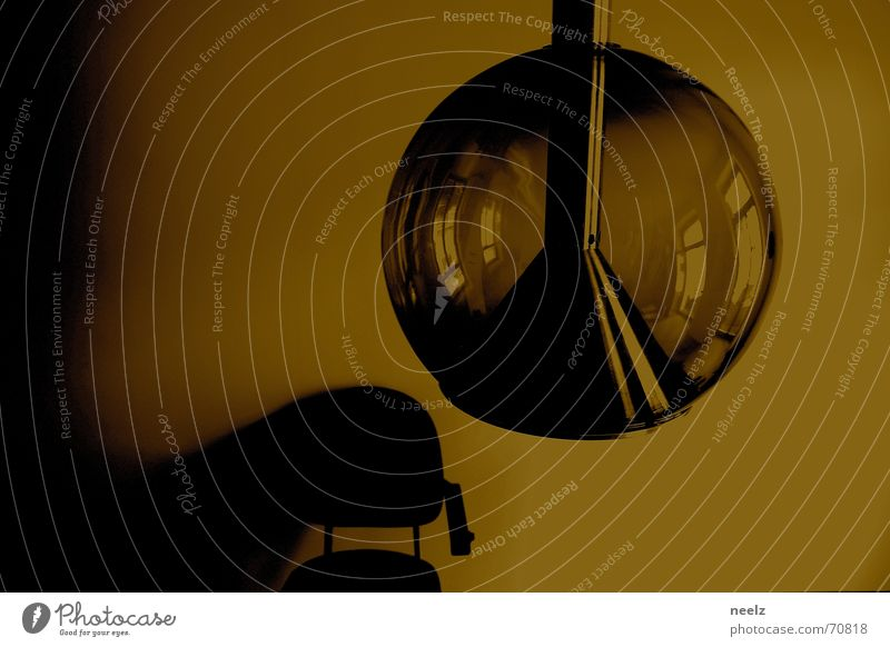 INTERIOR Lampe dunkel Wand Platz retro Stuhl Sepia