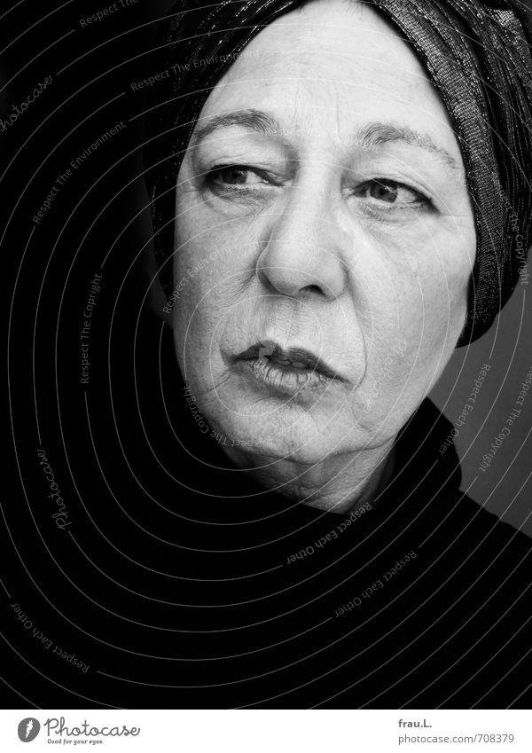 Turban Mensch feminin Frau Erwachsene Weiblicher Senior Leben Gesicht 1 60 und älter Denken Blick einzigartig selbstbewußt ruhig Schminke Schwarzweißfoto