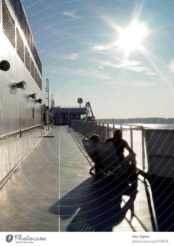 (Finn)Land in Sicht! Himmel weiß Sonne Meer blau Ferien & Urlaub & Reisen schwarz Wolken Wand Paar Landschaft Wasserfahrzeug Wellen glänzend Insel Ostsee