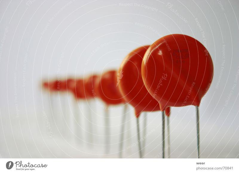 Stillgestanden rot Perspektive Industrie Elektrizität Technik & Technologie Reihe Draht widersetzen schlangenförmig Elektronik Elektrisches Gerät
