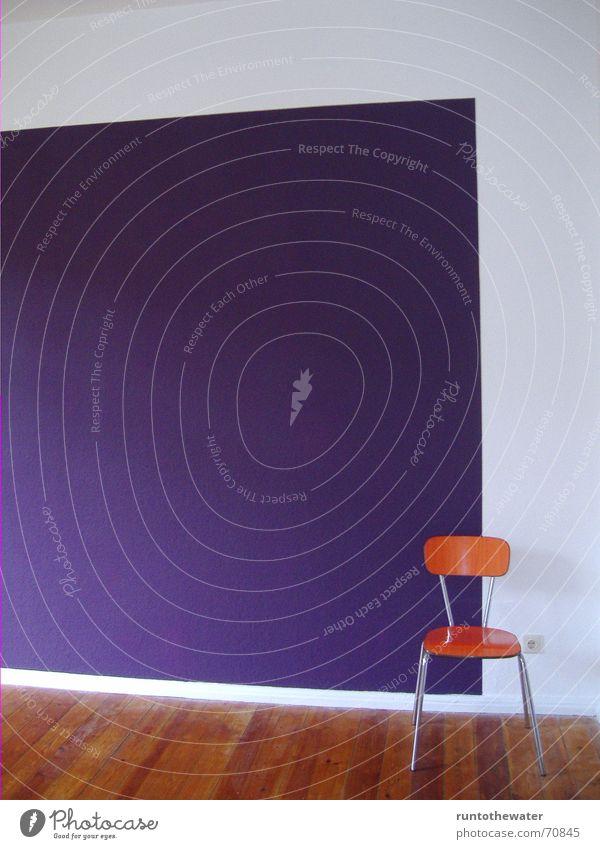 schräg weiß Freude Arbeit & Erwerbstätigkeit Wand orange Platz Pause Stuhl Wandel & Veränderung violett Umzug (Wohnungswechsel) Sitzgelegenheit Renovieren
