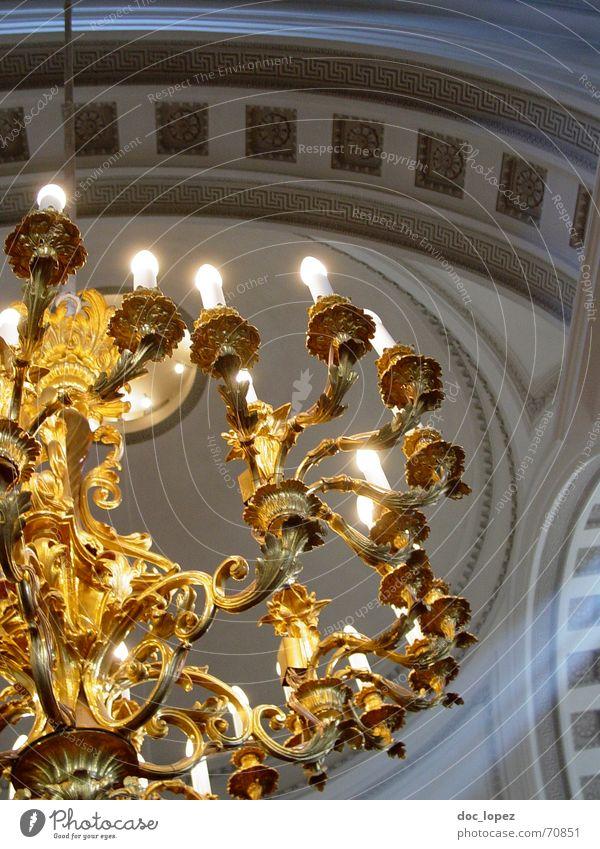 goldene Erleuchtung Kronleuchter Kerze Religion & Glaube Licht verziert Bogen Geistlicher Finnland Götter Reichtum glänzend Helsinki Hoffnung Lichterscheinung