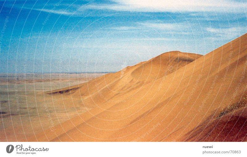 Dune 7 Ferne Freiheit Umwelt Natur Erde Sand Himmel Wüste dünn heiß trocken braun gelb Walvisbay Namibia Afrika Ödland heizen beige wide africa Stranddüne