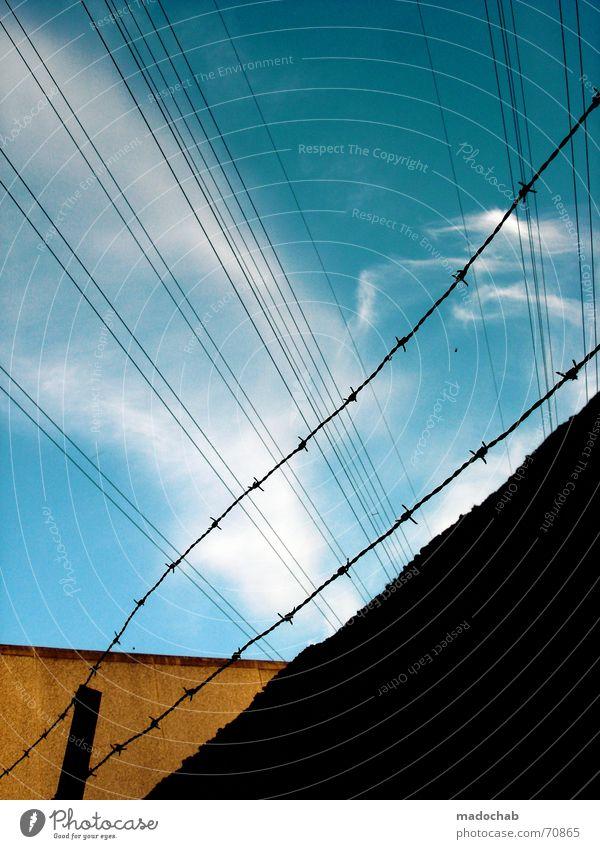 I GOT SUNSHINE IN MY POCKET | linien lines stacheldraht grafik Himmel blau Wolken gelb Stil Wege & Pfade Gebäude Linie orange kaputt geheimnisvoll Teilung