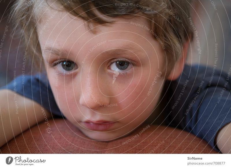 255 [zu klein fuer selfies] Mensch Kind schön Wärme Leben Traurigkeit Gefühle Junge Denken natürlich träumen Wohnung Häusliches Leben Kindheit warten