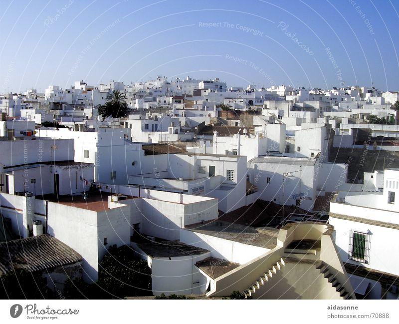 Dachterrassen Himmel weiß blau Stadt Sommer Haus Fenster Wärme Fassade Treppe Andalusien Dach Physik Spanien Dachterrasse