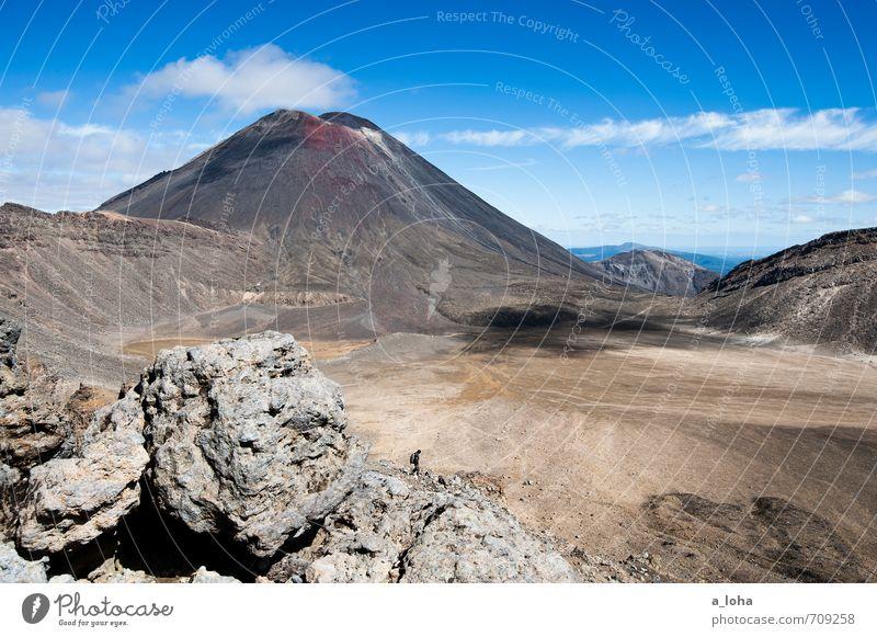 2291 wandern Mensch maskulin Natur Landschaft Urelemente Erde Sand Himmel Wolken Horizont Herbst Schönes Wetter Felsen Berge u. Gebirge Gipfel Vulkan