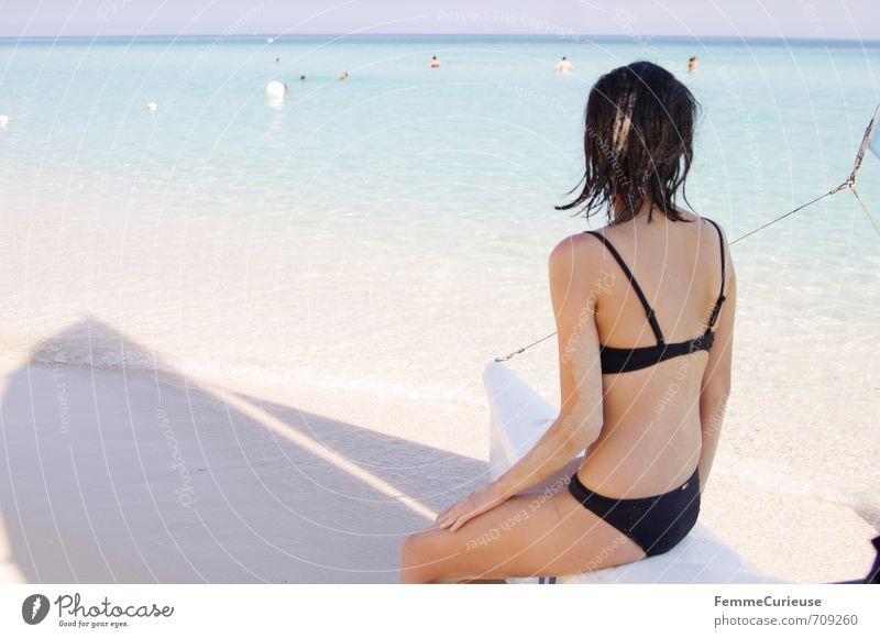 Beach Time! (V) feminin Junge Frau Jugendliche Erwachsene Rücken 1 Mensch 18-30 Jahre Zufriedenheit Erholung Bikini schwarz Segeln Wasserfahrzeug sitzen