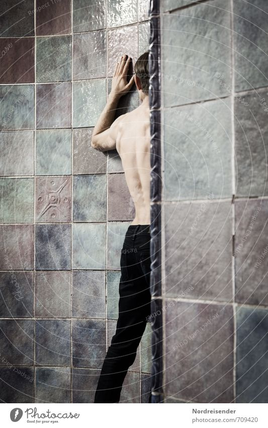HALLE/S TOUR | Touch Mensch Jugendliche Mann Stadt nackt Einsamkeit Junger Mann Erwachsene Wand Wege & Pfade Innenarchitektur Architektur Mauer Angst maskulin