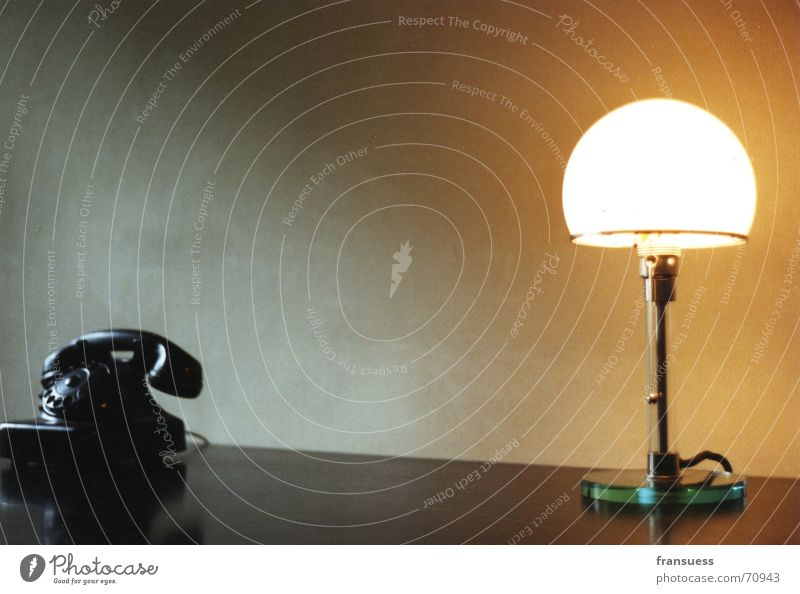 feiningers schreibtisch alt Einsamkeit ruhig Stil Büro Lampe elegant Design ästhetisch leuchten Telefon retro Schreibtisch Stillleben gerade Tisch