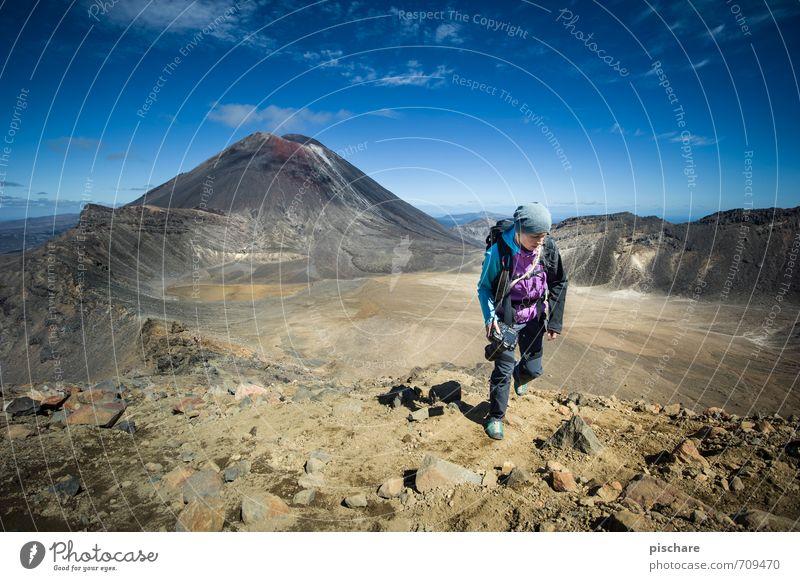 Hikers Dream Freizeit & Hobby Tourismus Ausflug Abenteuer Freiheit wandern feminin Junge Frau Jugendliche 1 Mensch Natur Landschaft Wolkenloser Himmel
