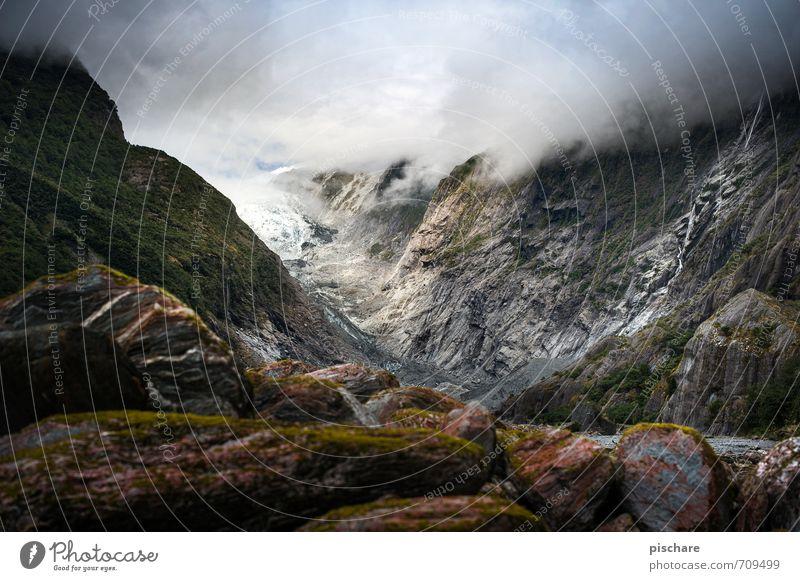 Kaiser Franz Josef Natur Landschaft schlechtes Wetter Felsen Alpen Berge u. Gebirge Schneebedeckte Gipfel Gletscher dunkel eckig Abenteuer Neuseeland