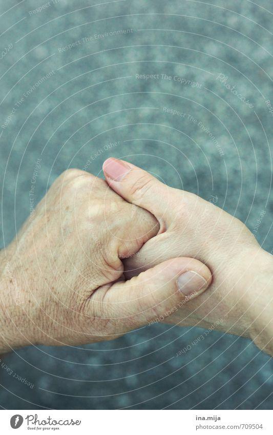 Papas schützende Hand Mensch Junge Frau Jugendliche Mann Erwachsene Männlicher Senior Eltern Vater Familie & Verwandtschaft Freundschaft Leben Finger 2