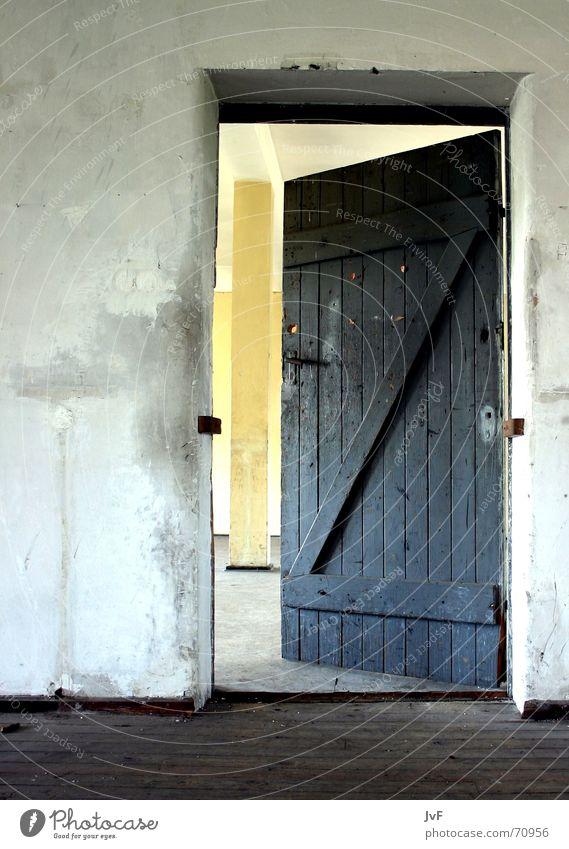 please enter alt Raum Tür offen Verfall Eingang Griff aufmachen Militärgebäude