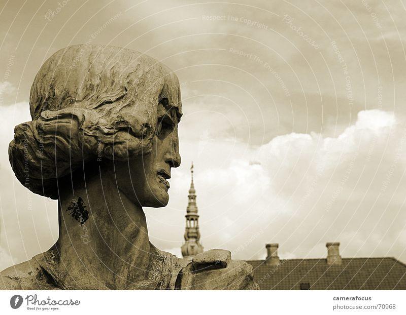 Hamlet am Morgen vertreibt Kummer und Sorgen Statue Sepia Dänemark Skandinavien Romeo und Julia Schloss Kronborg