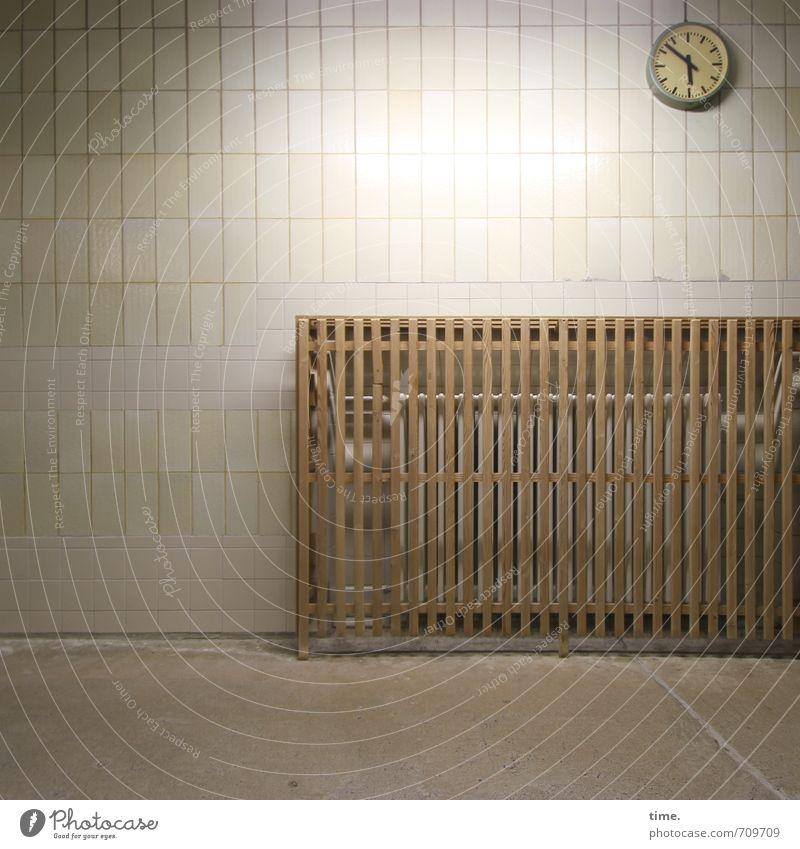 Halle/S.-Tour   Kurz vor Schluss Ferien & Urlaub & Reisen Erholung ruhig Wand Wege & Pfade Mauer Zeit Schwimmen & Baden Design Freizeit & Hobby Uhr Pause Schutz