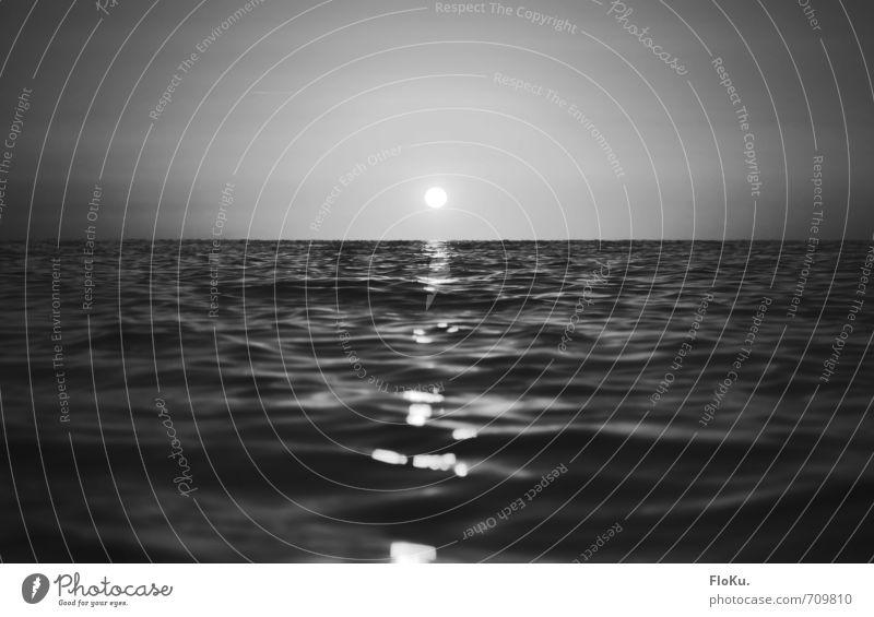 Schwarzes Meer Himmel Natur Ferien & Urlaub & Reisen weiß Wasser Sonne ruhig Ferne schwarz Umwelt Freiheit Stimmung Horizont träumen Wellen