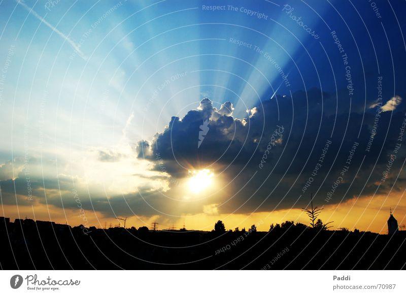 Himmel über Albstadt Wolken Götter Gegenlicht Sonnenuntergang Sonnenstrahlen blau abstrakt Gott Wetter Beleuchtung Kontrast