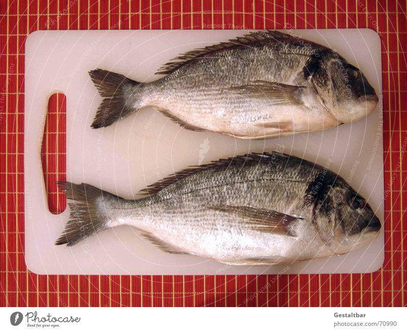 Ausgenommen! Ernährung frisch Kochen & Garen & Backen Fisch Küche lecker Holzbrett Scheune Dorade