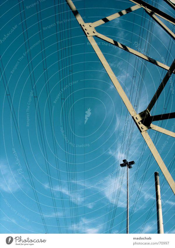 GROSSSTADTIMPRESSIONEN IN BLAU | himmel wolken sky blue Himmel Sommer Wolken Linie Kraft Energiewirtschaft Elektrizität Kabel Industriefotografie