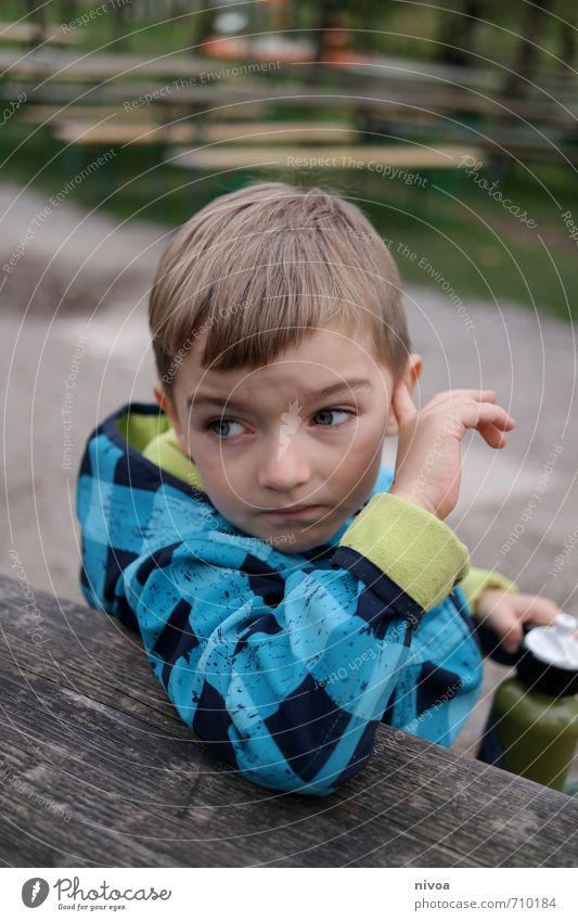 ich hör wohl nicht richtig Trinkwasser Freizeit & Hobby Ausflug Kind Mensch maskulin Junge Kopf Haare & Frisuren Hand 1 3-8 Jahre Kindheit Natur Erde Herbst