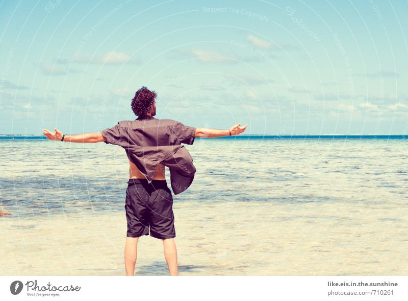 unfassbares Glück. Mensch Jugendliche Ferien & Urlaub & Reisen Mann Sommer Meer Ferne Strand Junger Mann Erwachsene Leben Freiheit Freizeit & Hobby maskulin
