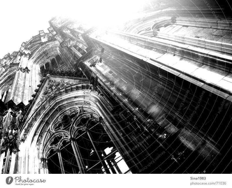 Zum Himmel Köln schwarz weiß Gotik Fenster Schnörkel Ornament Dom Schwarzweißfoto hoch Religion & Glaube geistlich hell Sonne Architektur
