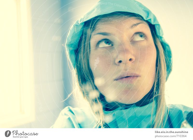 frühlingsgefühle? feminin Junge Frau Jugendliche Erwachsene Leben Kopf Gesicht Mund Lippen 1 Mensch 18-30 Jahre Jacke blond langhaarig Blick schön blau Denken